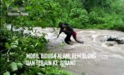 Bripka Alex, yang mengevakuasi korban penumpang mobil terempar ke Kali Kutai, Kamis, 18 Maret 2021 [IST]